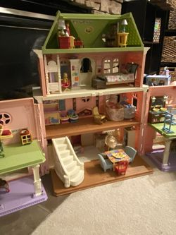 Amazing Fisher Price Dollhouse, Furniture, Doll family for Sale in Mukilteo,  WA