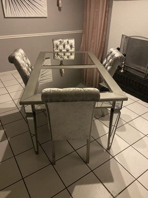 Dining table for Sale in Mulberry, FL