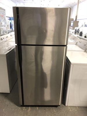 30by68 KENMORE TOP AND BOTTOM STAINLESS STEEL FRIDGE WITH WARRANTY for Sale in Woodbridge, VA