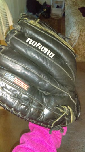Nokano leather soft ball glove for Sale in Vancouver, WA