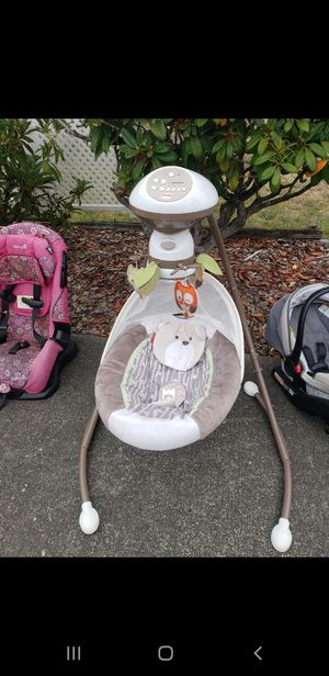 Good condition Baby swing. Battery operated. for Sale in Tacoma, WA