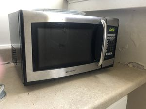 Emerson Microwave 900 Watts - Works fine! for Sale in University City, MO