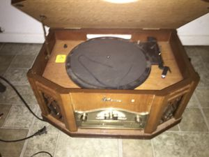 Emerson tape player/cd player/aux/record player/fm radio /am radio for Sale in Easley, SC