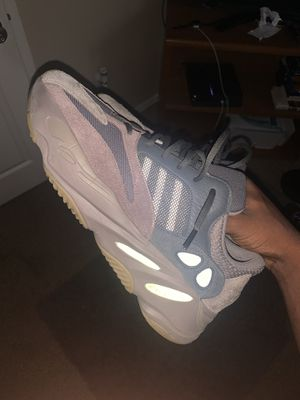 YEEZY BOOST 700 MAUVE for Sale in Tolleson, AZ