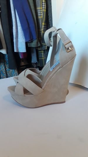 STEVE MADDEN NEW WEDGES SIZE 7 for Sale in Long Beach, CA