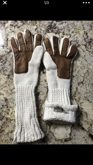 UGG Gloves~BRAND NEW for Sale in NO POTOMAC, MD