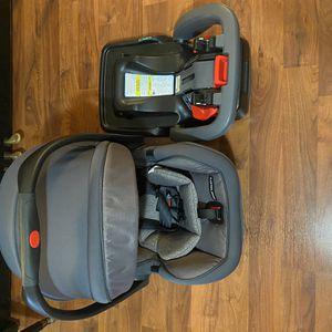 Graco Snugride Snuglock 35 Platinum XT Infant Car Seat for Sale in Arlington, TX