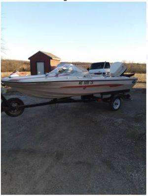 1970 Glastron V-143 ski boat 85hp Johnson for Sale in Weatherby Lake, MO