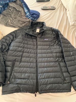 Patagonia down winter jacket (Large) for Sale in Wrentham, MA