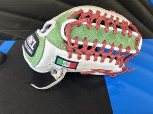 Baseball/softball glove for Sale in Paramount, CA