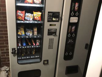 Chips & Pop Vending Machine for Sale in Cleveland,  OH
