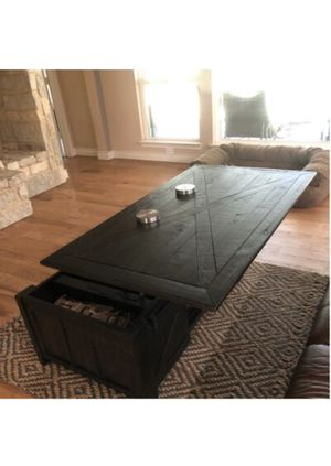 Lifttop railing coffee table for Sale in New Britain, PA