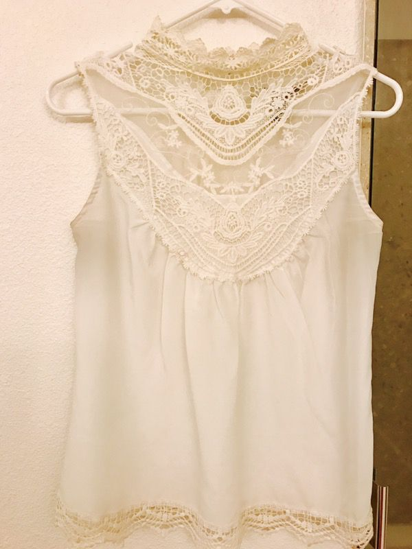 df625f10e1b5e6 Lacey White blouse size XS for Sale in San Ramon, CA - OfferUp
