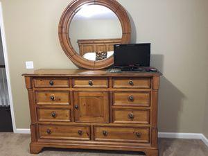 4 Piece Solid wood Queen Bedroom set for Sale in Tampa, FL