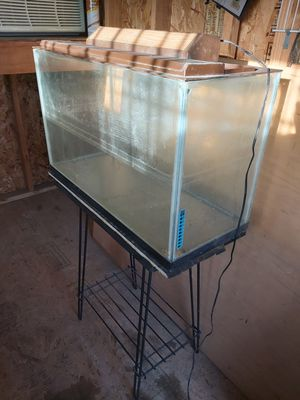 30 gallons fish tank with stand and light for Sale in Denver, CO