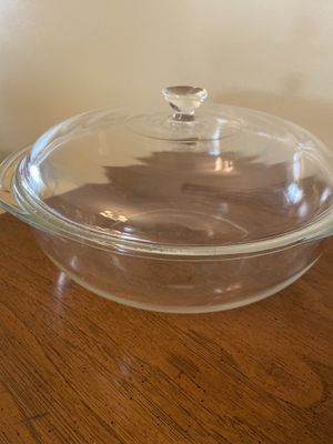 Large clear Pyrex bowl w/lid for Sale in Aventura, FL