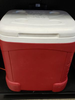 Igloo cooler 17H 16L 14.5W for Sale in Houston, TX