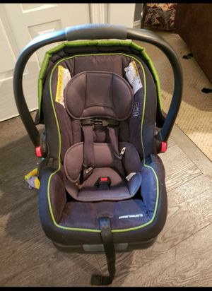 Graco snugride snuglock 35 xt carseat for Sale in Puyallup, WA