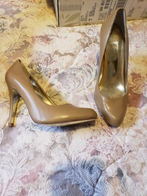 Heels tan size 7 for Sale in Loveland, OH