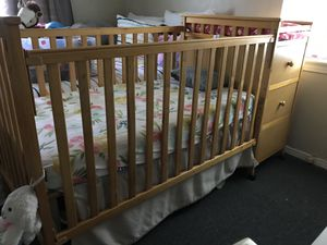 Crib with changing table for Sale in Dallas, TX