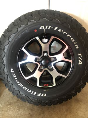 BfGoodrich all-terrain LT285/70/R17 for Sale in Rosharon, TX