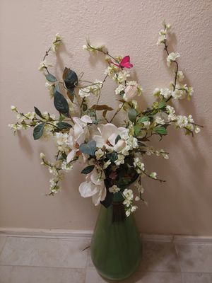 Beautiful Large Vase with a Beautiful Dangling Decor & Flowers for Sale in Cedar Park, TX