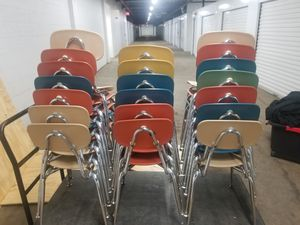 STACKABLE FIBERGLASS CHAIRS for Sale in Chicago, IL