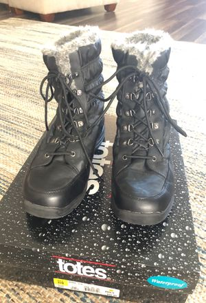 Totes Waterproof snow boots sz 10 for Sale in North Richland Hills, TX