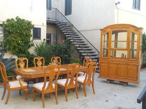 Set Dinning table & hutch. Set de comedor y chinera for Sale in Long Beach, CA