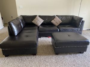 Leather sectional sofa for Sale in Milpitas, CA
