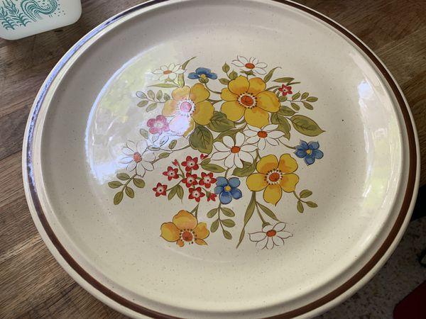 Several Pyrex bowls for sale