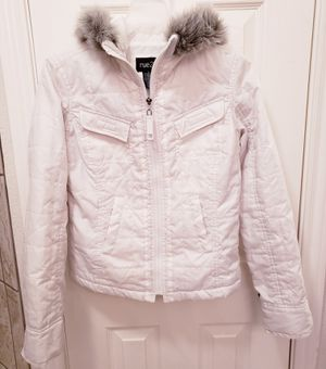 Rue21 white lightweight puffy jacket w/hoodi for Sale in Austin, TX