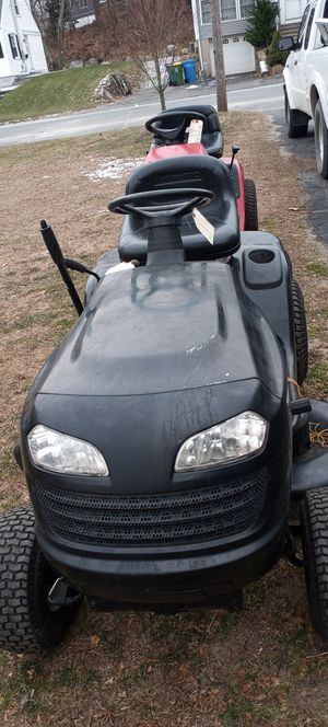 Poulan Pro tractor 15 horse runs perfect 42in cut new battery for Sale in Waterbury, CT