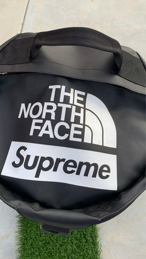 North face / Supreme Backpack for Sale in Hesperia, CA