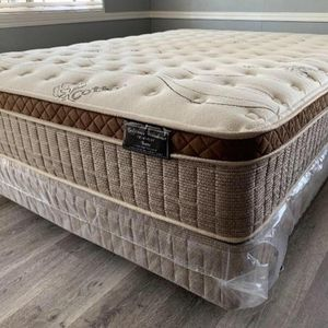 Queen Organic cloud comfort europillow top Mattress and Boxspring for Sale in Fresno, CA