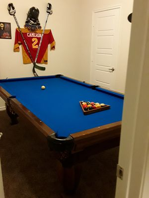 8 ft billiards table w/ accessories for Sale in Royse City, TX