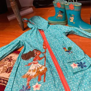 Girls Rain Jacket And Boot for Sale in Columbia, MD