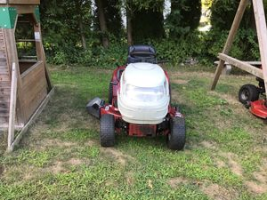 White Outdoor Lawn Tractor for Sale in Stamford, CT
