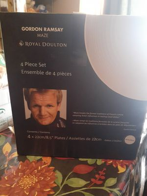 Chef ramsey Maze Royal Doulton 4 piece set for Sale in Phoenix, AZ
