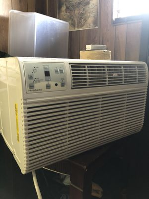 (Like new)14,000 Frigidaire Air Conditioner - 230 Volts for Sale in Lake Worth, FL