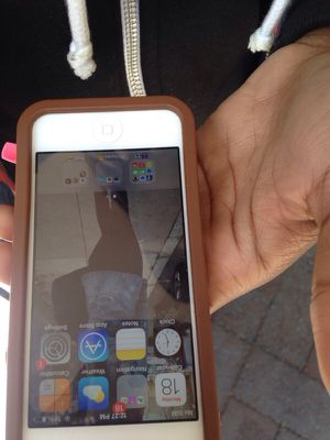 iPhone 5 sprint 200 or best offer for Sale in Boston, MA