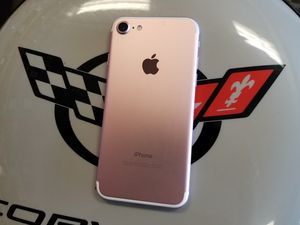 Unlocked Rose iPhone 7 32 GB for Sale in Port St. Lucie, FL