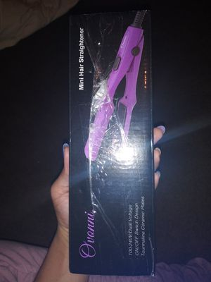 Ovonni mini hair straightener 3/4 inch new for Sale in Elyria, OH