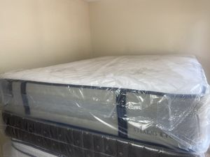 New Queen Luxury Stearns and Foster Mattress Boxspring FREE DELIVERY for Sale in Tampa, FL