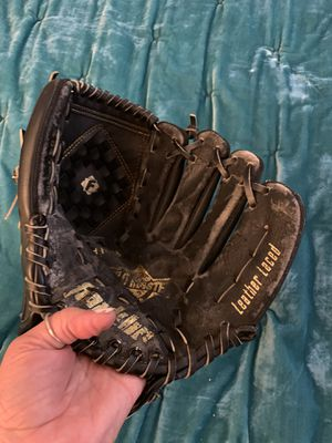 Child Baseball gloves/mits for Sale in Hayward, CA