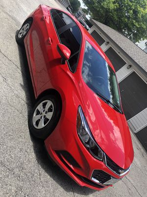 Chevy Cruze 2018 basically brand new cash 10.850 title rebuilt blue 13.000 miles very very clean for Sale in San Antonio, TX