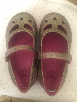 Pink and gold crocs girls size 10 for Sale in Fontana, CA