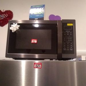 Brand New Sharp Carousel Microwave Oven With Lite Dent for Sale in Elkridge, MD