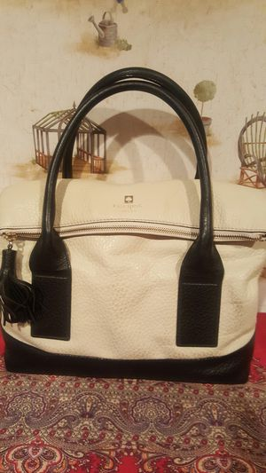 AUTHENTIC KATE SPADE WHITE AND BLACK COBBLE PENNY HILL LEATHER FOLDOVER HOBO HANDBAG. for Sale in Sugar Land, TX