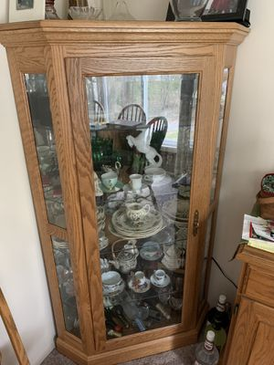 Two Amish made corner curio cabinets three light settings for Sale in Parma, OH